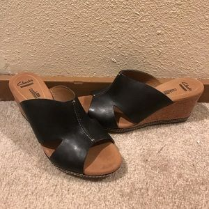 Clark's wedge sandals black leather EUC